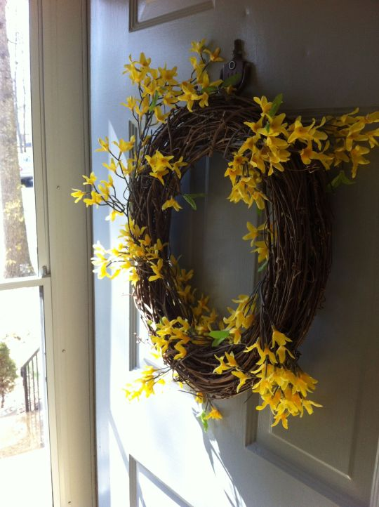 4:00 Our forsythia wreath for spring