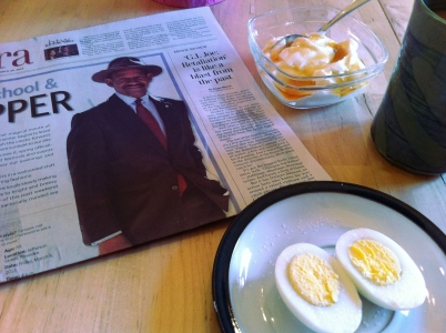 9:00 am Breakfast: Boiled egg with salt, Greek yogurt with honey, cofee with cream and sugar, paper
