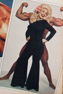 Dolly Parton and Arnold Schwarzenegger, 1977?, photo by Annie Leibovitz on andreabadgley.com