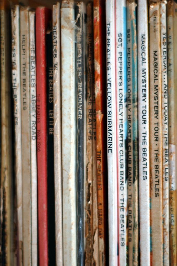 albums_beatles_stack_0224